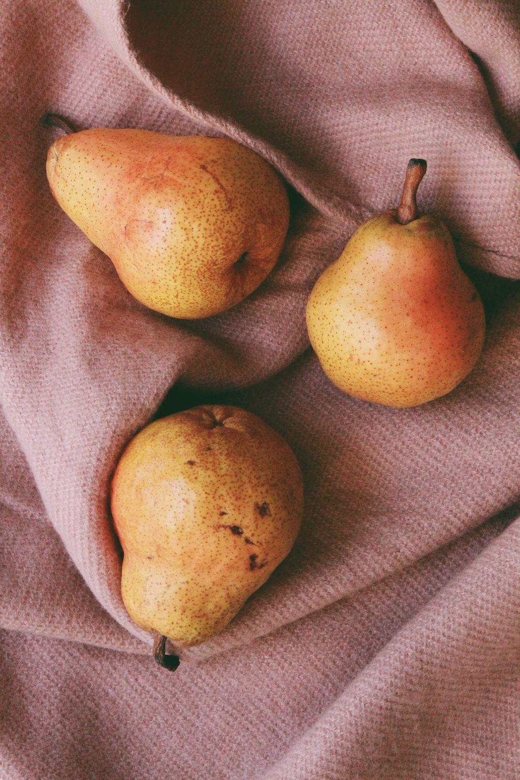 fruits-juicy-pears-2987077